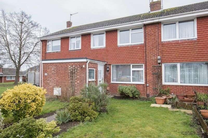 3 Bedrooms Terraced House for sale in Holmoak Road, Keynsham