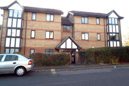 2 Bedrooms Flat for sale in Dalrymple Close, Southgate, London