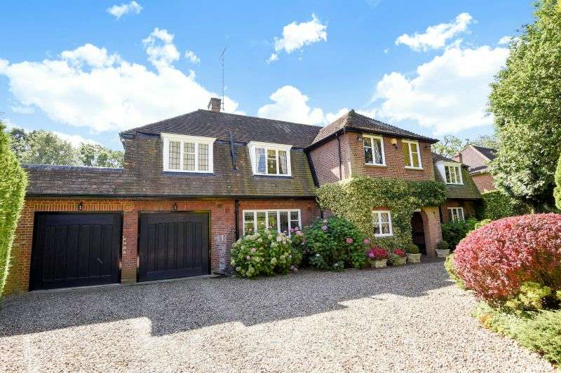 4 Bedrooms Detached House for sale in Copse Wood Way, Northwood