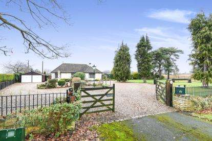 3 Bedrooms Bungalow for sale in Eckington Road, Bredon, Tewkesbury, Worcestershire