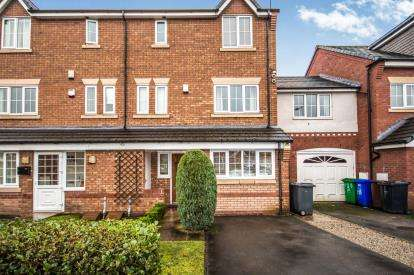 4 Bedrooms Terraced House for sale in Chelsfield Grove, Chorlton, Manchester, Greater Manchester