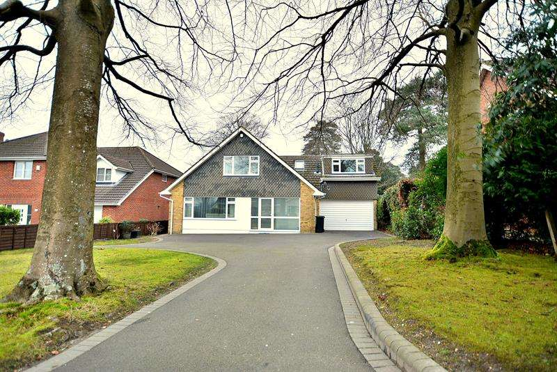 4 Bedrooms Detached House for sale in Wincombe Drive, Ferndown
