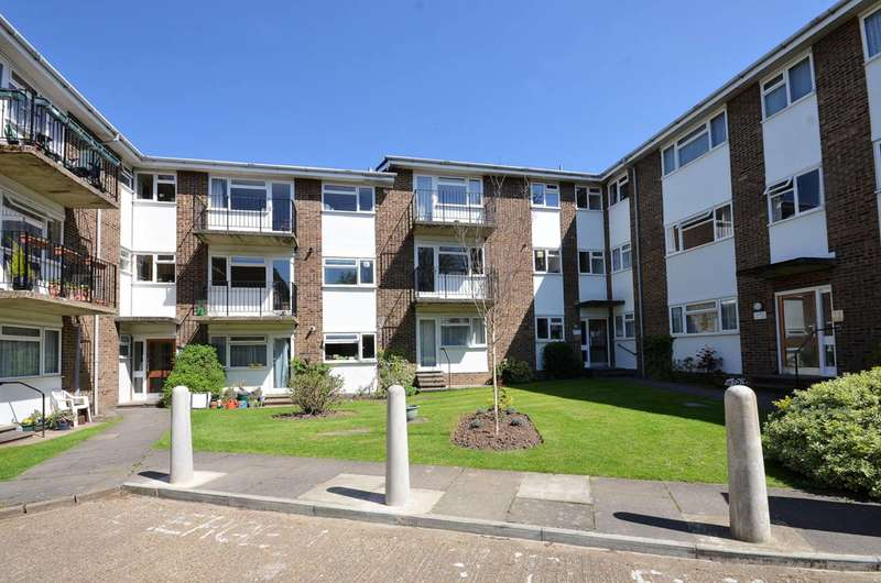 1 Bedroom Flat for sale in Lovelace Gardens, Surbiton, KT6