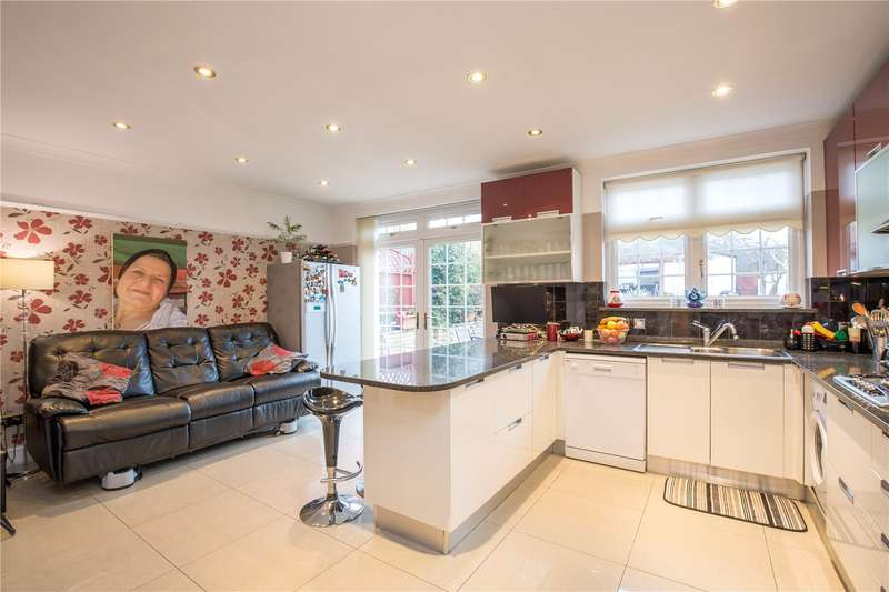 3 Bedrooms Semi Detached House for sale in Chase Road, Southgate, N14