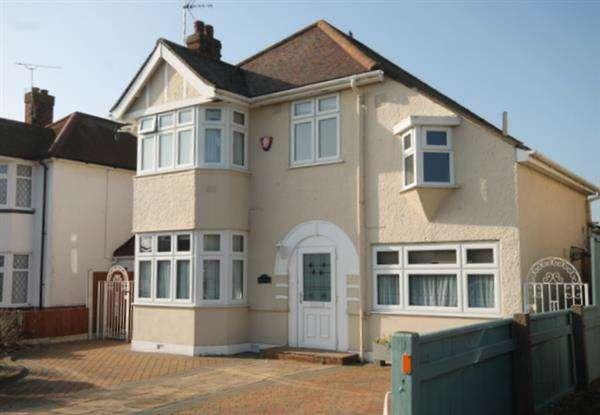 4 Bedrooms House for sale in Coan Avenue, Clacton on Sea