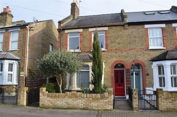 3 Bedrooms Semi Detached House for sale in Gothic Road, Twickenham
