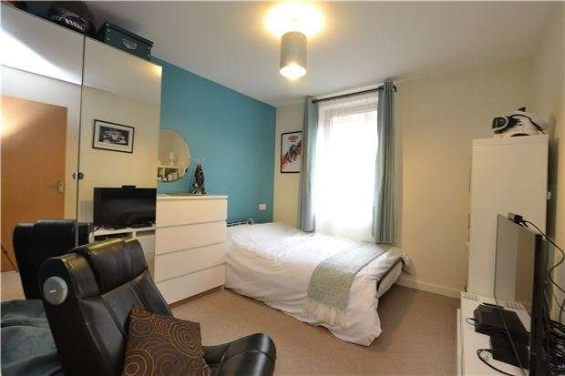 2 Bedrooms Flat for sale in Ratcliffe Court, Sweetman Place, BRISTOL, BS2 0FB