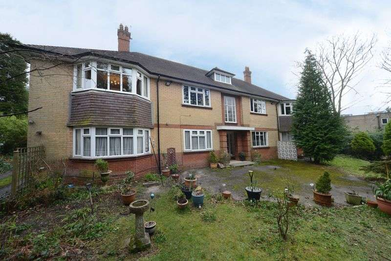 2 Bedrooms Flat for sale in Large Two Bedroom Apartment Located in Dean Park and Offered with a Private Garden and a Garage