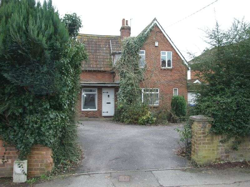 3 Bedrooms Detached House for sale in Silver Street Lane, Trowbridge