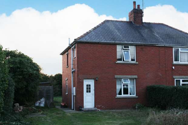 3 Bedrooms Semi Detached House for sale in Swinderby Road, Lincoln, Lincolnshire, LN6 9QH