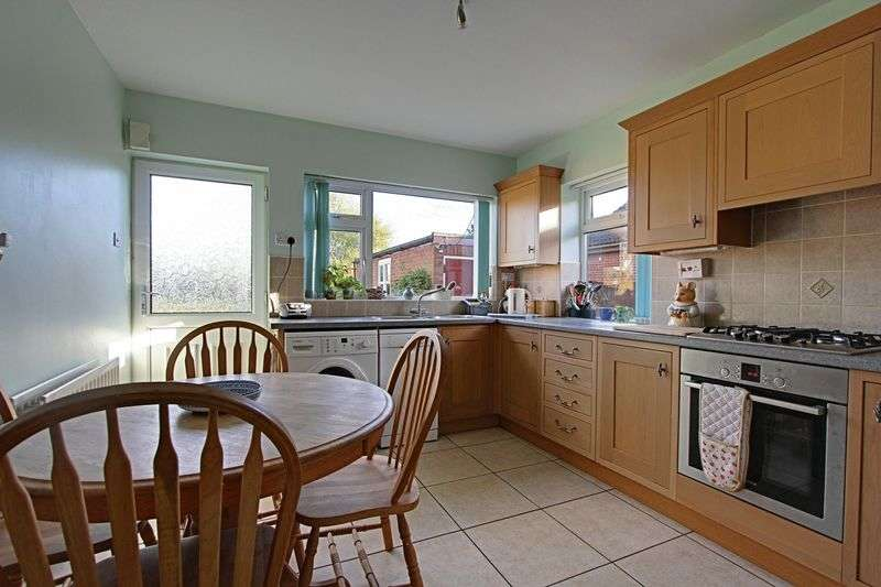3 Bedrooms Detached Bungalow for sale in Coronation Road, Ulceby