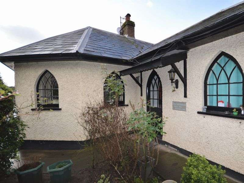 2 Bedrooms Detached House for sale in