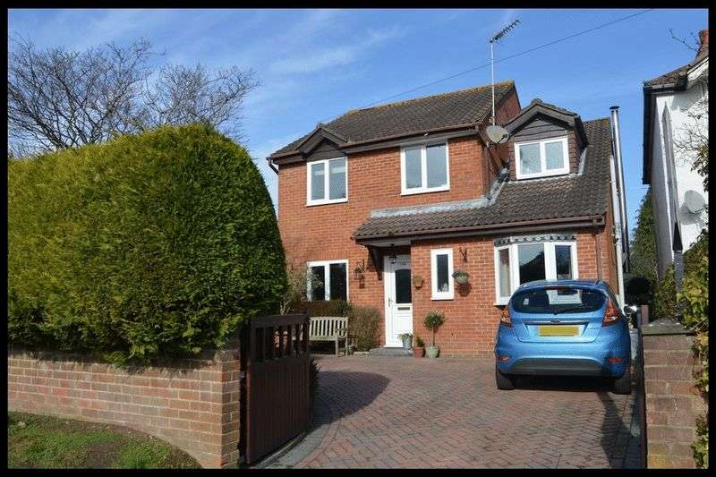 3 Bedrooms Detached House for sale in Ringwood Road, Totton