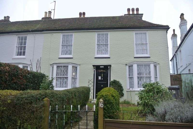3 Bedrooms Semi Detached House for sale in Harbledown, Canterbury