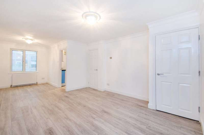 3 Bedrooms House for sale in Vanbrugh Close, Beckton, E16