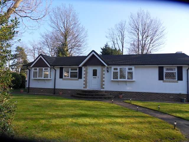 2 Bedrooms Park Home Mobile Home for sale in The Wellingtonias, Warfield Park