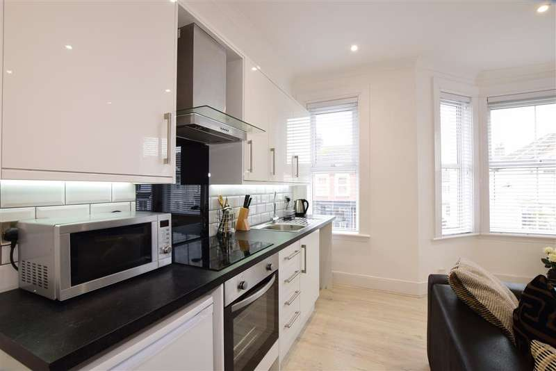 2 Bedrooms Flat for sale in Tarring Road, Worthing, West Sussex