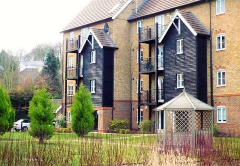 2 Bedrooms Flat for sale in Wye Gardens, Fryers Lane, High Wycombe