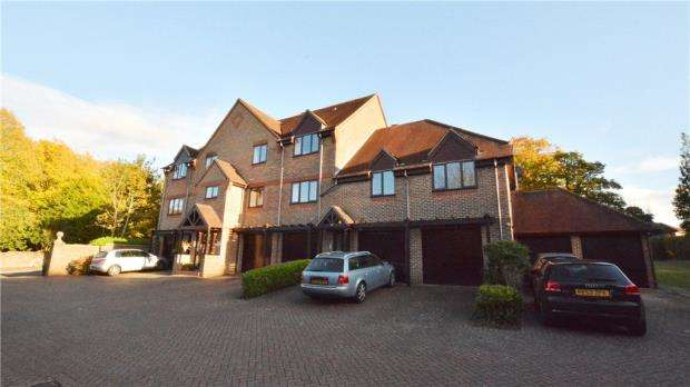 2 Bedrooms Maisonette Flat for sale in Eastcroft Court, 14 Albury Road, Guildford