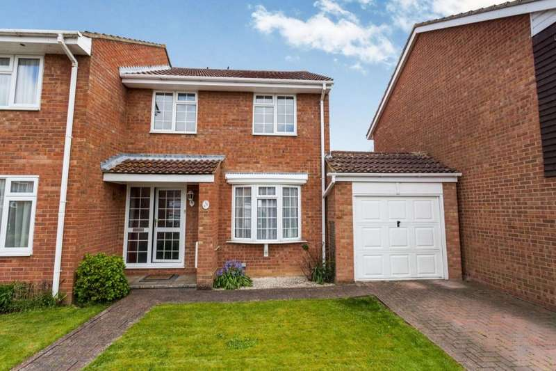3 Bedrooms Semi Detached House for sale in Dimmock Close, Paddock Wood, Tonbridge, TN12