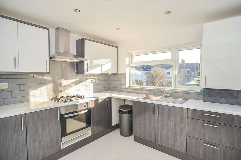 1 Bedroom Flat for sale in Ham Park Road, London, E15