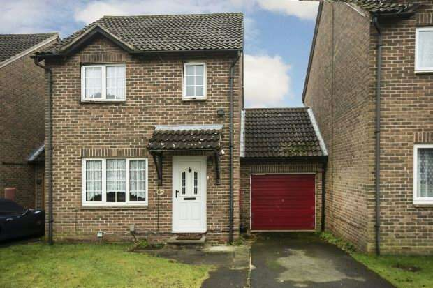 3 Bedrooms Link Detached House for sale in Rushmoor Gardens, Calcot, Reading,