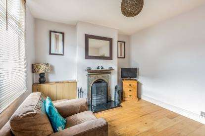 2 Bedrooms Terraced House for sale in King John Street, Old Town, Swindon, Wiltshire