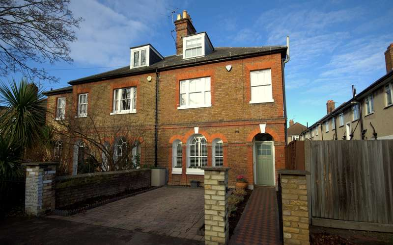5 Bedrooms Semi Detached House for sale in The Groves