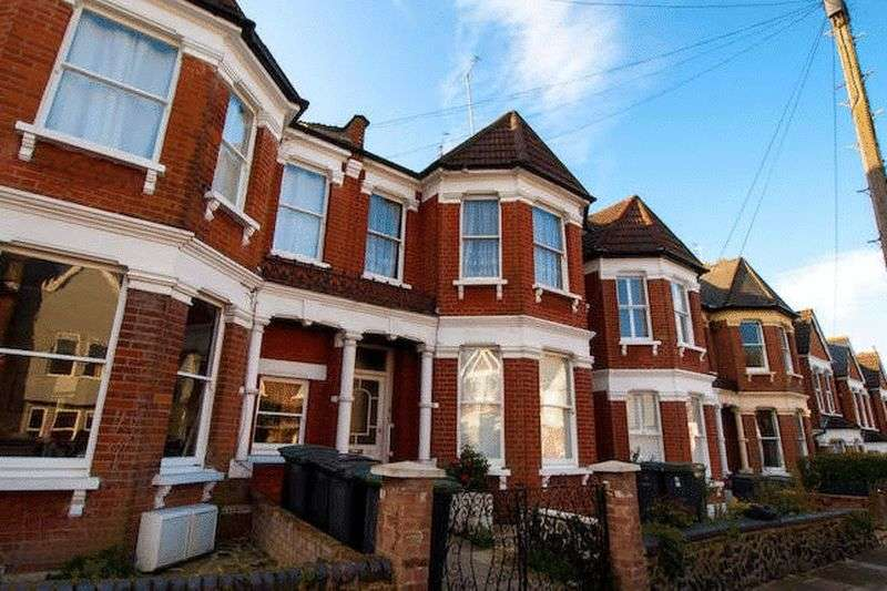 2 Bedrooms Flat for sale in Goodwyns Vale, Muswell Hill, N10