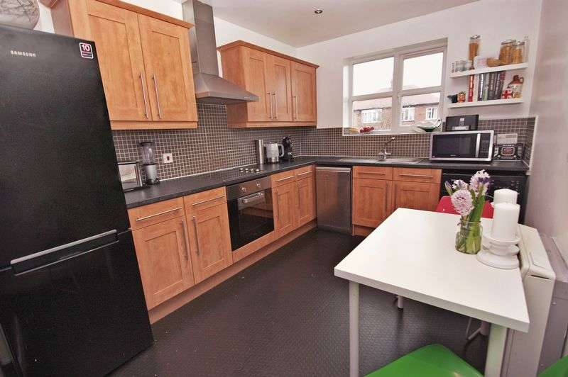 2 Bedrooms Flat for sale in Pontefract Road, Pontefract