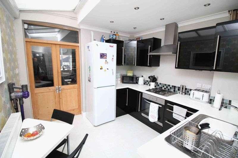 3 Bedrooms Terraced House for sale in Deri Terrace, Tylorstown, Ferndale CF43 3NB