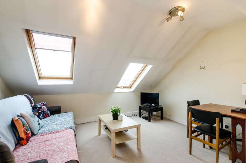 2 Bedrooms Maisonette Flat for sale in Khama Road, Tooting, SW17