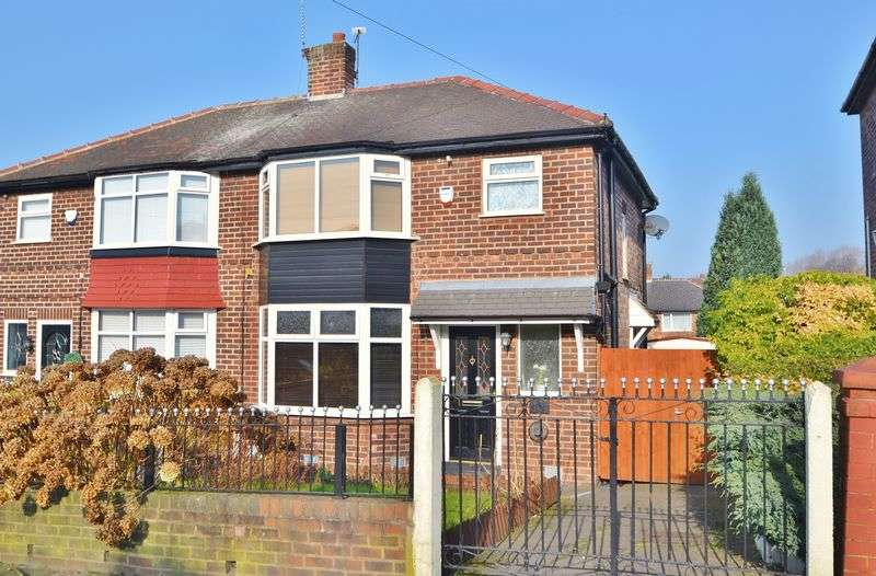 3 Bedrooms Semi Detached House for sale in Light Oaks Road, Salford