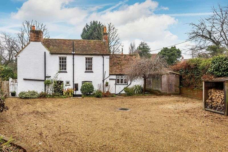 4 Bedrooms Detached House for sale in Upper Hale Road, Farnham
