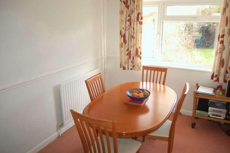 3 Bedrooms Semi Detached House for sale in Fairwater Crescent Alcester