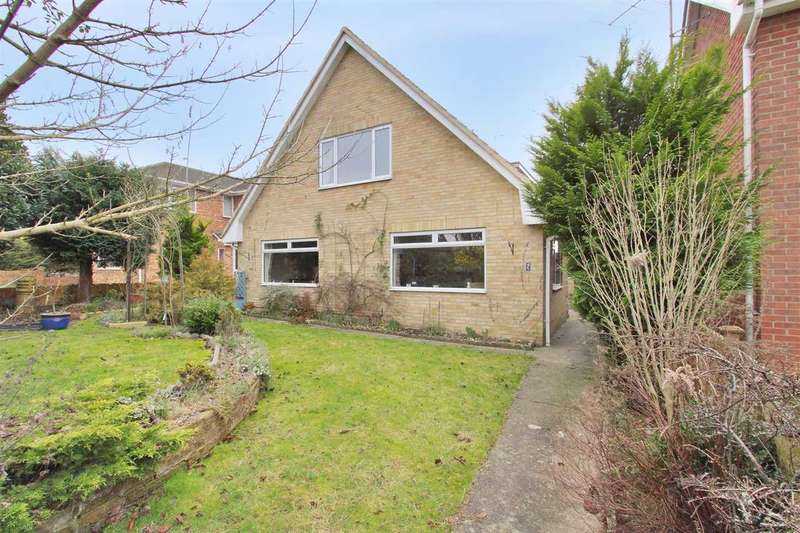 4 Bedrooms Detached House for sale in Cedar Walk, Andover
