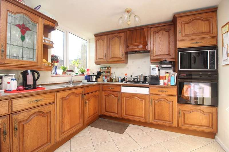 3 Bedrooms Semi Detached House for sale in Amberley Drive, Bognor Regis, PO21