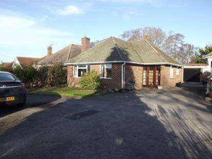 3 Bedrooms Bungalow for sale in Burton, Christchurch, Dorset