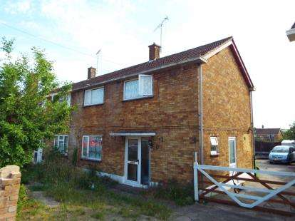 3 Bedrooms Semi Detached House for sale in Graham Road, Dunstable, Bedfordshire, England