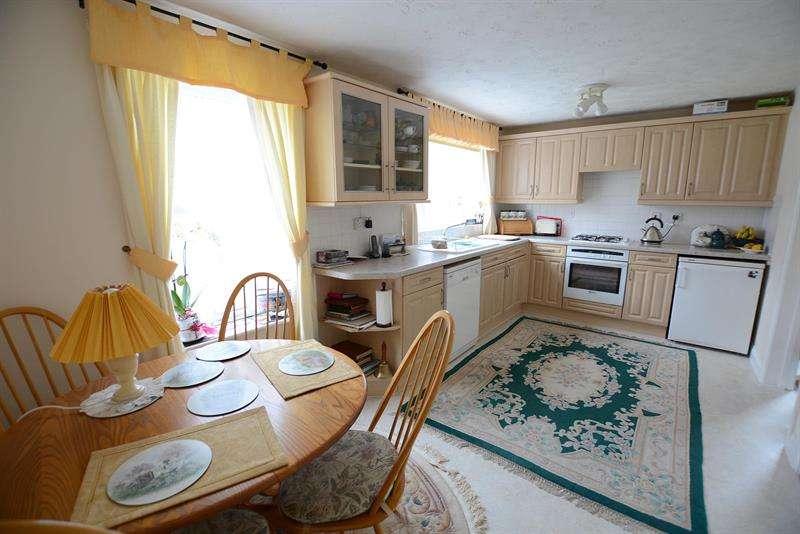 4 Bedrooms Detached House for sale in Hillmeadow, Verwood