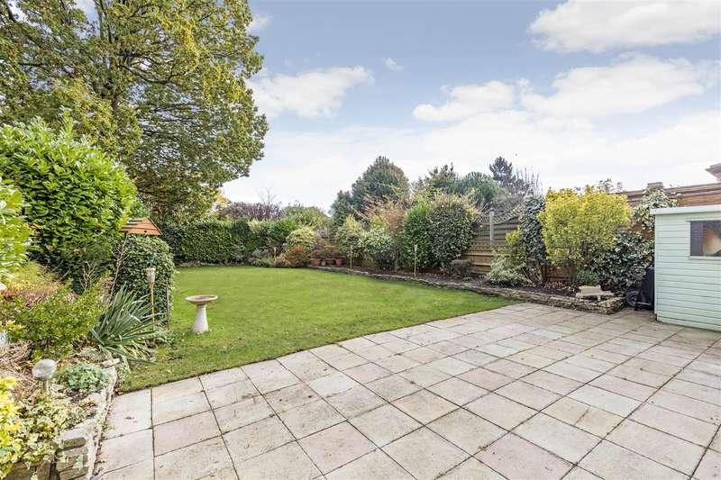 3 Bedrooms Property for sale in Hillcrest Gardens, Hinchley Wood, Esher KT10