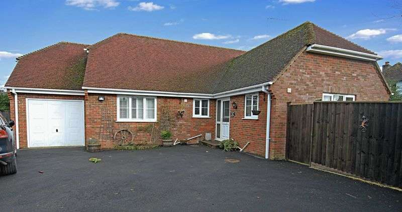 3 Bedrooms Detached Bungalow for sale in Player Court, Fordingbridge