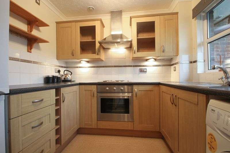 2 Bedrooms House for sale in Bishops Court, Greenhithe