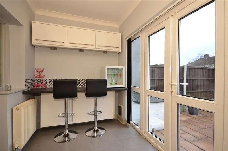 3 Bedrooms End Of Terrace House for sale in Sandringham Road, Barking, Essex