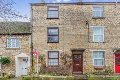 3 Bedrooms Terraced House for sale in High Street, Brackley, Northamptonshire
