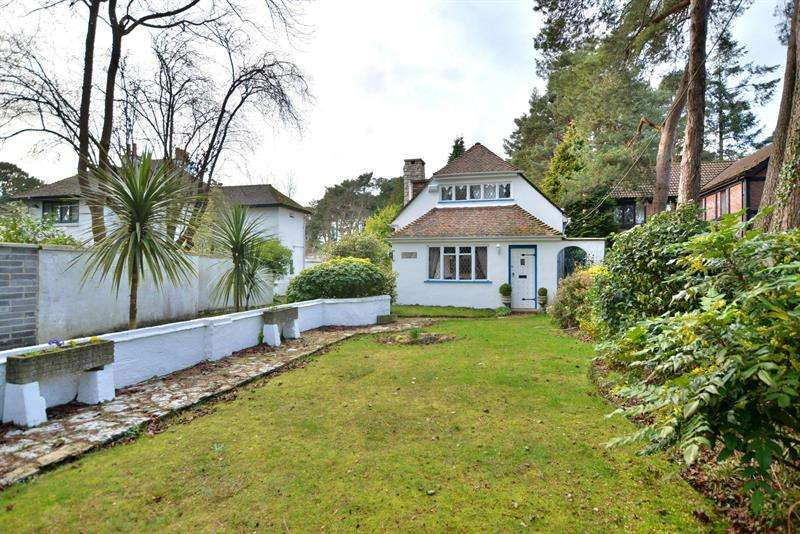 2 Bedrooms Detached House for sale in 249 New Road, Ferndown