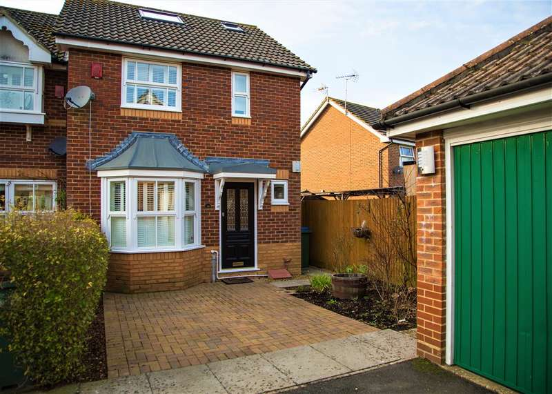 3 Bedrooms End Of Terrace House for sale in Elgar Way, Horsham