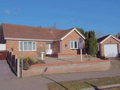 3 Bedrooms Bungalow for sale in Taverham, Norwich, Norfolk