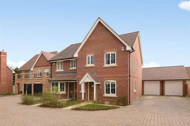 3 Bedrooms Semi Detached House for sale in Daubeny Close, WOKINGHAM, Berkshire