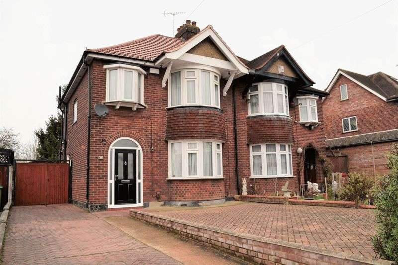 3 Bedrooms Semi Detached House for sale in Shaggy Calf Lane, Slough